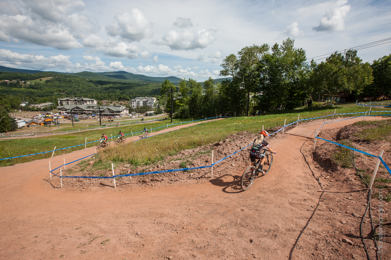 Emilie Collomb sulla salita del circuito di Windham - New York - Ph: Michele Mondini